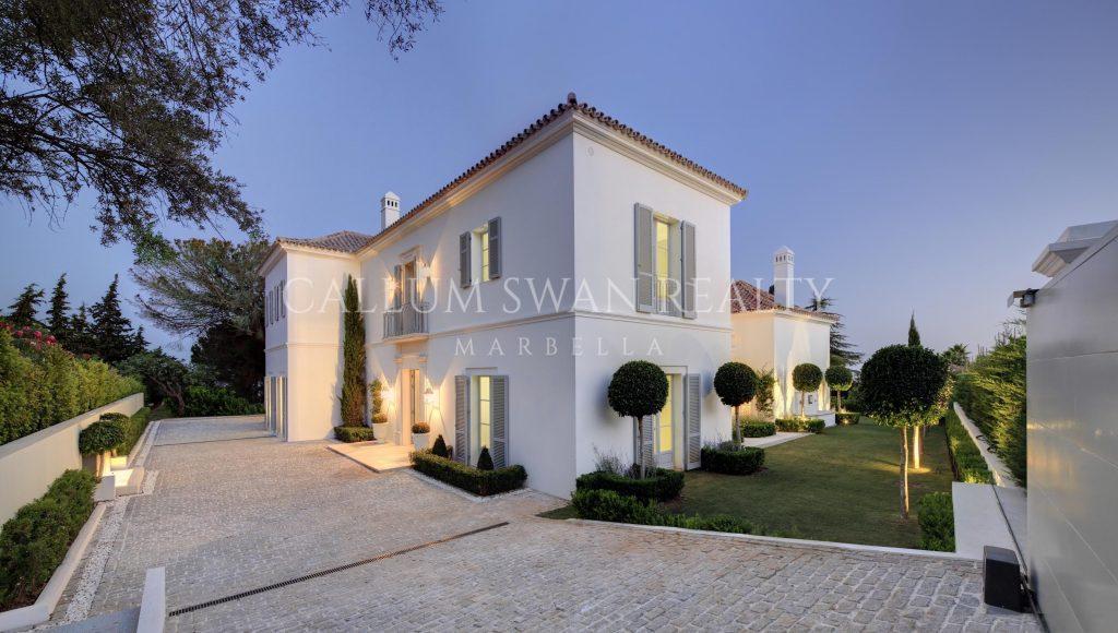 Villas en Altos Reales: Privacidad y seguridad a pocos minutos de Marbella