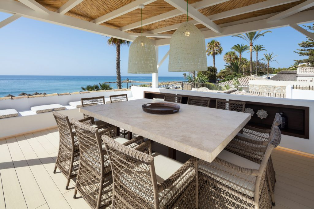 Ultimate lifestyles – Marbella Golden Mile beachside properties