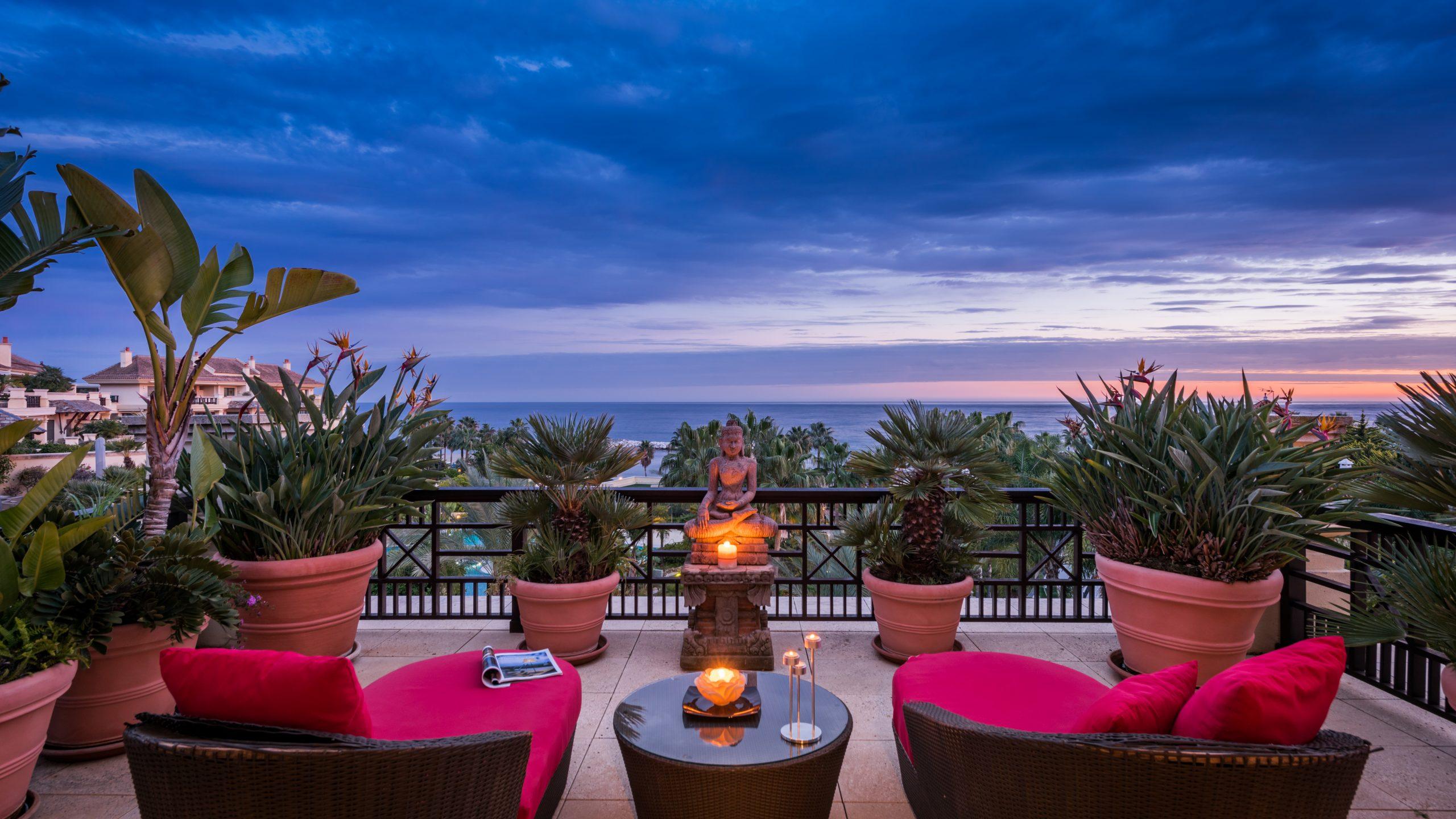 Penthouse sunset view Laguna de Banus