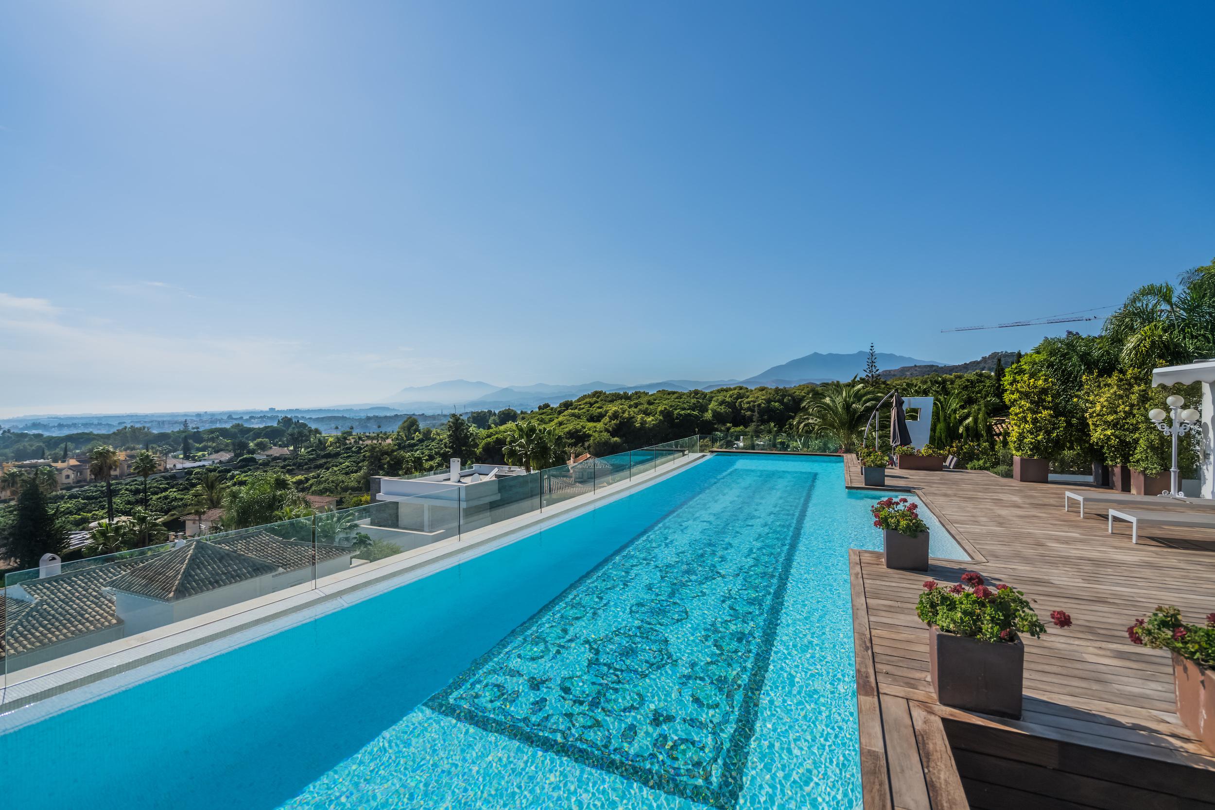 Swimming pool penthouse view in Reserva de Sierra Blanca